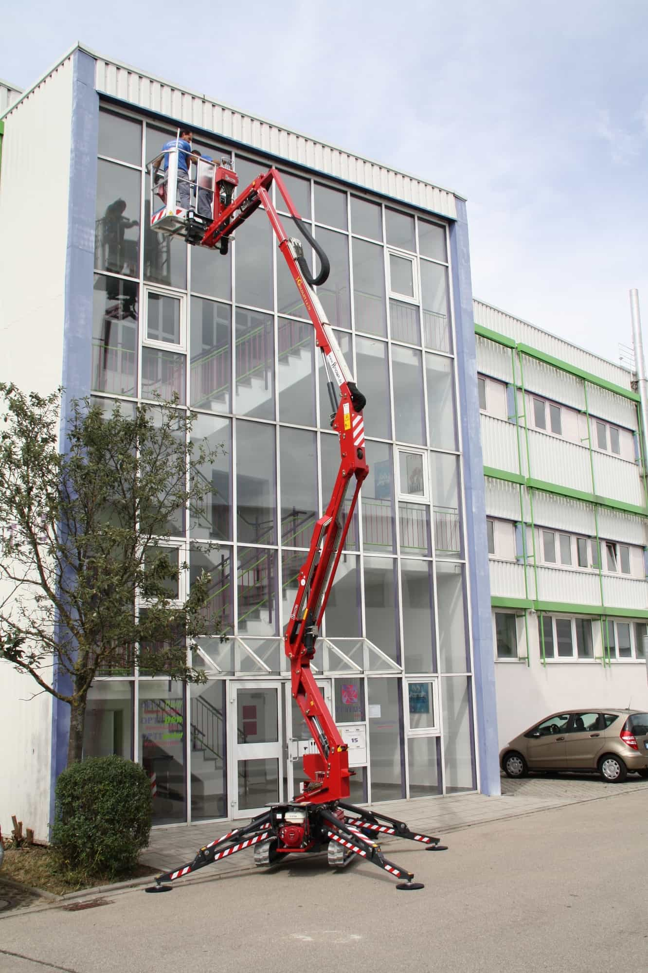 Spider Lift Hire - Hinowa Goldlift 14.70 IIIS