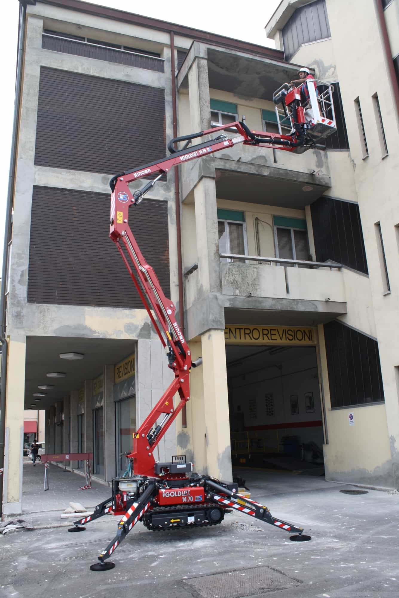 Spider Lift Rental - Hinowa Goldlift 14.70 IIIS